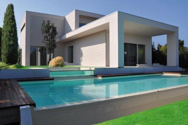 Pareti ventilate in fibrocemento arte e parquet - Progetto villa con piscina ...