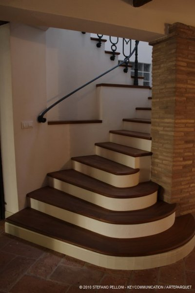 Scale su muratura in legno - Scale rivestite in legno per interni ...