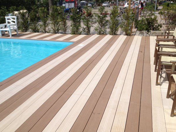 Nuovi pavimenti per bordo piscina arte e parquet